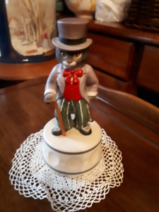 Great 1985 Schmid Gordon Fraser Cat with top hat music figurine