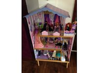 Dolls house with 12 Barbie dolls