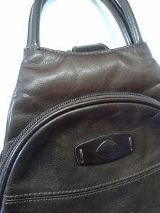Beau sac à main en cuir brun à vendre