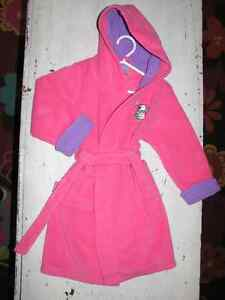 Childrens Place robe with hood, size 4 (Collingwood)