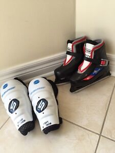 Bauer Lil Champs Skates, boys or girls & knee guards West Island Greater Montréal image 1