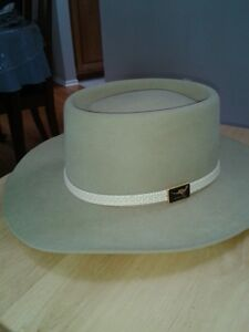 Genuine Australian Akubra hat in size 58 or 71/4 in.