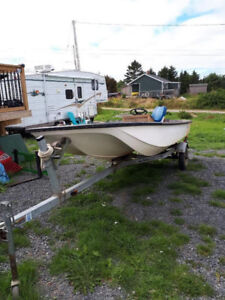 14 Ft. Boston Whaler has center console and storage under seats.