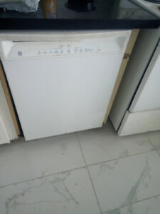 GE White dishwasher standard 24' in great condition