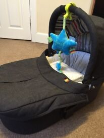 Mama and papa sola carry cot only £45