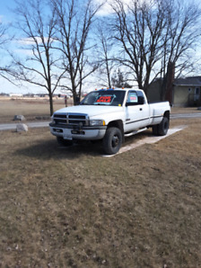 1998 DODGE 3500 4WD Duallie with 8.5ft Meyers plow for sale