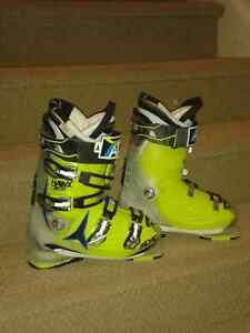 Men's Atomic Hawk 120 Ski Boots