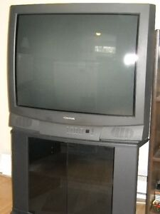 """TOSHIBA 32"""" TV WITH STAND AND REMOTE"""