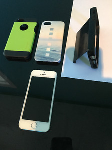 iphone 5s 16gb white in Mint condition;3 cases & glass cover