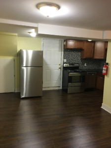 Completely renovated 4 bed 1 min to Dal  avail May 1 or Sept 1