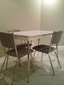 Chrome Table & 4 Chairs (vintage'ish)