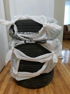 Set 4x summer tires on steel wheels/ 4xPneus d'été sur roues en
