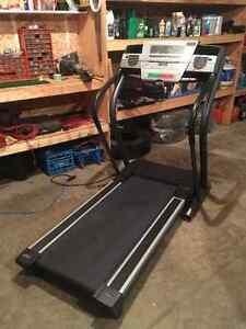 Treadmill / . NordicTrack C2000
