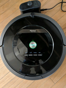 Roomba 880 robot vacuum with beacons and charger