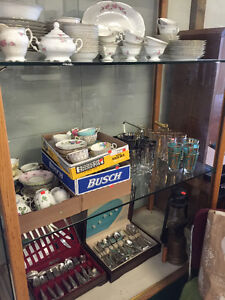 LIVE AUCTION! lots of Kitchen & Dining items! Wed, May 25 @ 4pm