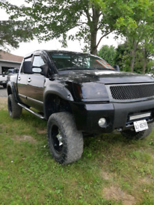 "8 1/2"" LIFTED NISSAN TITAN 4X4"