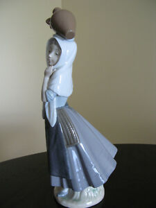 Girl from Mojacar. Nao by Lladro fine porcelain figurine.