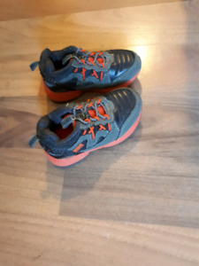 toddler boys  size 6 running shoe