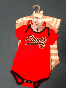 Calgary Flames bodysuit (3 pack)  18months
