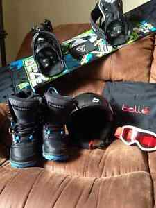 Snowboard, binding and boots/Bolle Snowboard helmet and goggles