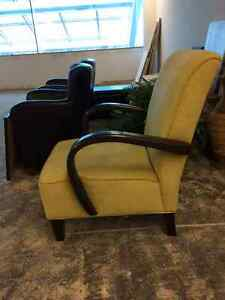 Nice Chair Available Belleville Belleville Area image 2