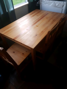 Kitchen table and 3 chairs in great shape