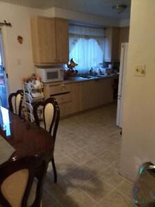 Grand 5 1/2,  2e etage d'un duplex, St-Léonard/ Large 3 bedrooms