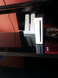Softmodded Nintendo Wii with 250 th external hard drive w games