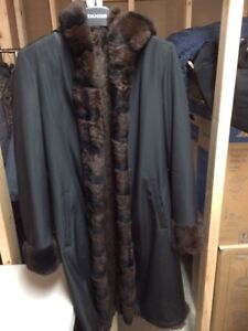 Beautiful women's Danier coat with faux fur lining.