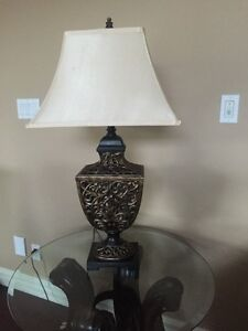 2 Bombay table lamps