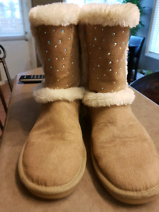 Uggs type boots