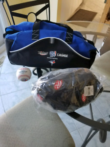 Baseball glove new right hand & ball. Gant de baseball & balle