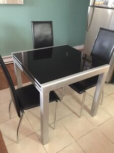 Table structube + 4 chaises