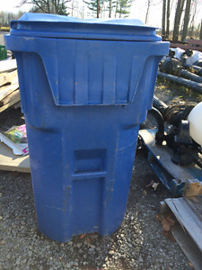 Recycling/Garbage Bin with Wheels