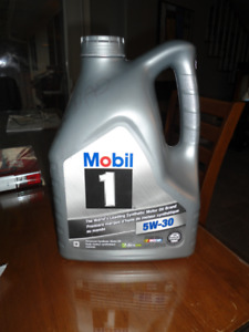 4.4 L High performance synthetic motor oil....Mobil 1..... 5W-30