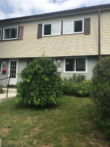 SEPTst - HALIFAX TOWNHOUSE 3 LEVEL 3 BEDROOM - FENCED IN YARD!