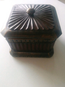 SOLID WOOD JEWELLERY/KEEPSAKE BOX