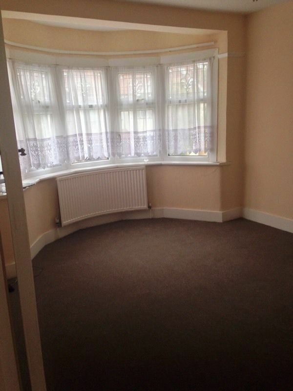 Lovely 3 bed house With 2 separate receptions Available Now in Newbury Park