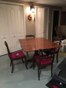 Antique Duncan and Phyfe dinning table and 4 chairs