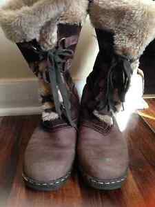 Town Shoes Women Winter Boots Kitchener / Waterloo Kitchener Area image 1