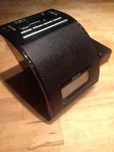 iHome Speaker Docking Station for iPhone or iPod Like New