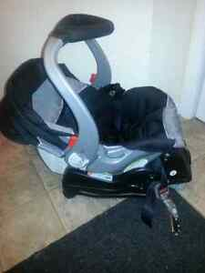 Car seat with support base baby trend Kitchener / Waterloo Kitchener Area image 9