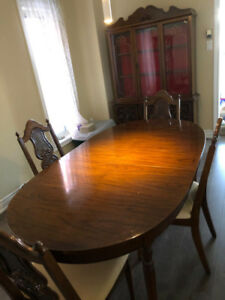 SOLID WOOD DINING TABLE, MATCHING CHAIRS AND HUTCH