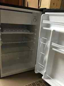 Excellent condition bar fridge/freezer...used only 4 months London Ontario image 1