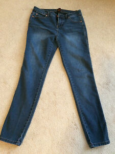 Ladies Skinny Jeggings Size 8 (Excellent like new!)