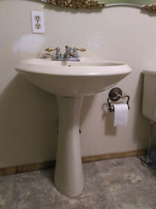 Bone/Ivory color Pedestal Sink