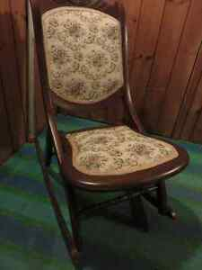 ANTIQUE FOLDING ROCKING CHAIR IN FAIR CONDITION