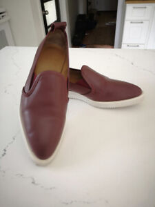Everlane Slip-on Shoes! Real Italian Leather size 7