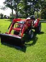 MAHINDRA 1538 TRACTOR AND LOADER