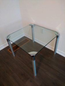 Glass/chrome table